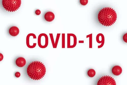 COVID-19 är beteckningen på den virussträng som lett till det senaste virusutbrottet.