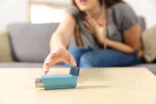 Akut svår astma: Symptom och behandling