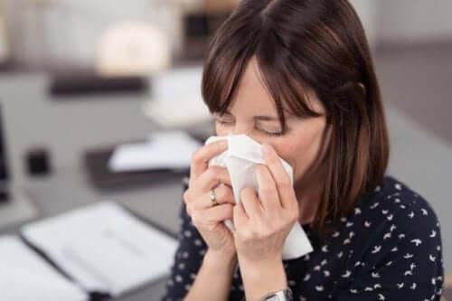 Lär dig hur du kan undvika sprida och smittas av coronaviruset