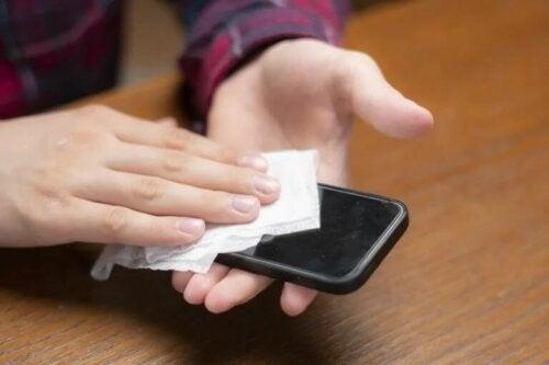 Coronavirus: så kan du rengöra mobilen