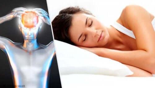 Sovande kvinna aktiverar hjärnan.