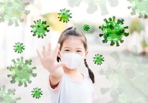 Barn med skyddsmask säger stopp till virus.