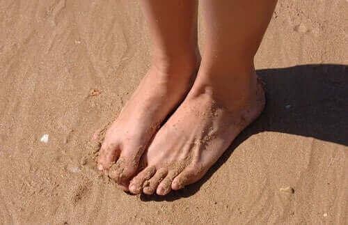 Fem behandlingar för svullna vrister och fötter