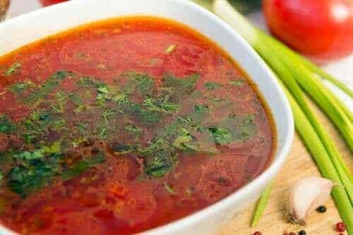Tre enkla recept på vitlökssoppa: för veganer och köttätare