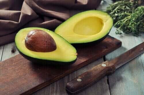 håll ditt kolesterol i schack med avokado