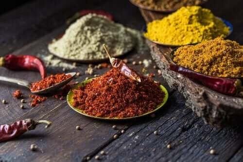 5 naturliga kryddor för att bekämpa smärtor i knäna
