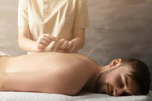 Hur hjälper akupunktur till att behandla ledvärk?