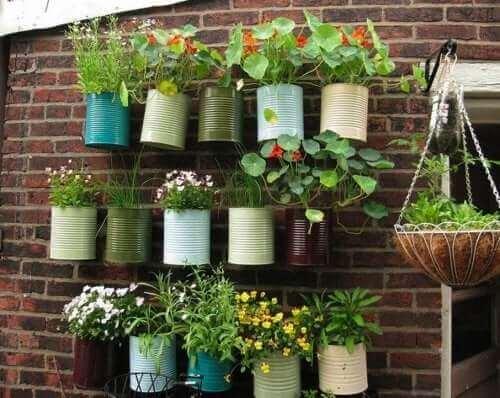 Vertikal urban trädgård