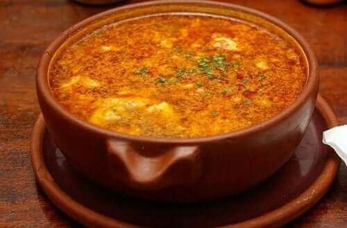 Vitlökssoppa med chorizo