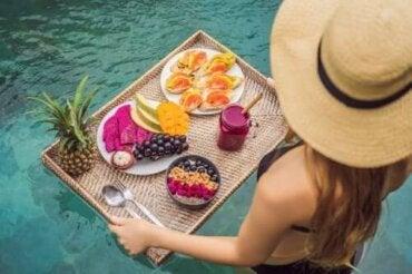 Behåll vikten i sommar med dessa matvanor