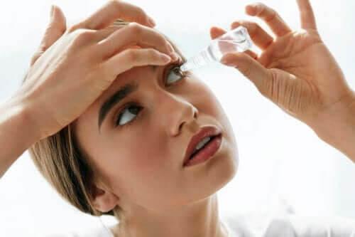ögondroppar med oxymetazolin