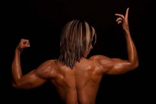 ryggmuskulatur på kvinna