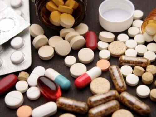 Självmedicinering med massor av läkemedel