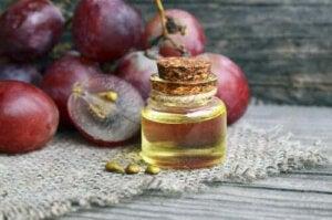 Nattkräm som bekämpar rynkor med druvkärneolja