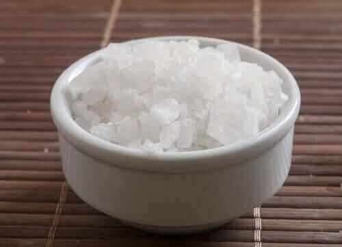 höga nivåer av magnesium: skål med magnesiumklorid