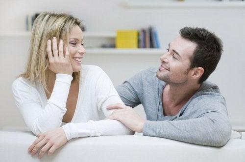 Att upprätthålla en dialog är viktigt för en omtänksam relation.