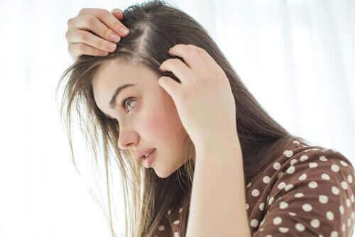 Grånande hår: vad beror det egentligen på?
