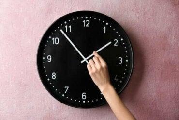 Att ställa om klockan: så påverkar sommartid kroppen