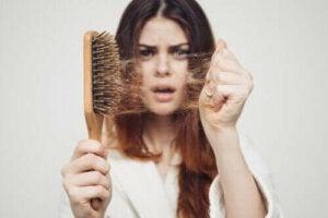 Säsongsbetonat håravfall: varför händer det på hösten?