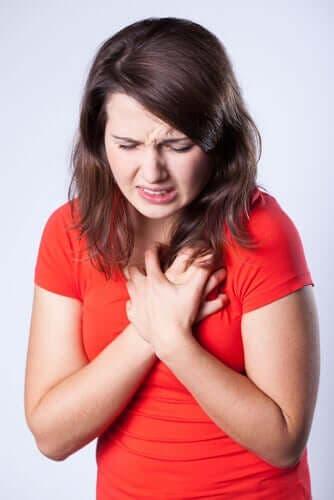 Orsaker till bröstsmärta samt kategorier och egenskaper