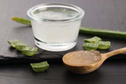 Du kan använda aloe vera för att behandla ulcerös kolit.