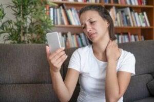 Motverka mobilnacke: slit inte ut nacken i förtid