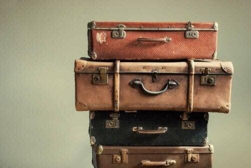 sjukdomar som drabbar resenärer: resväskor på hög