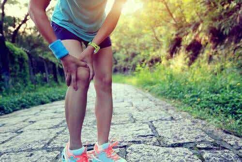 Behandla löparknä med dessa huskurer