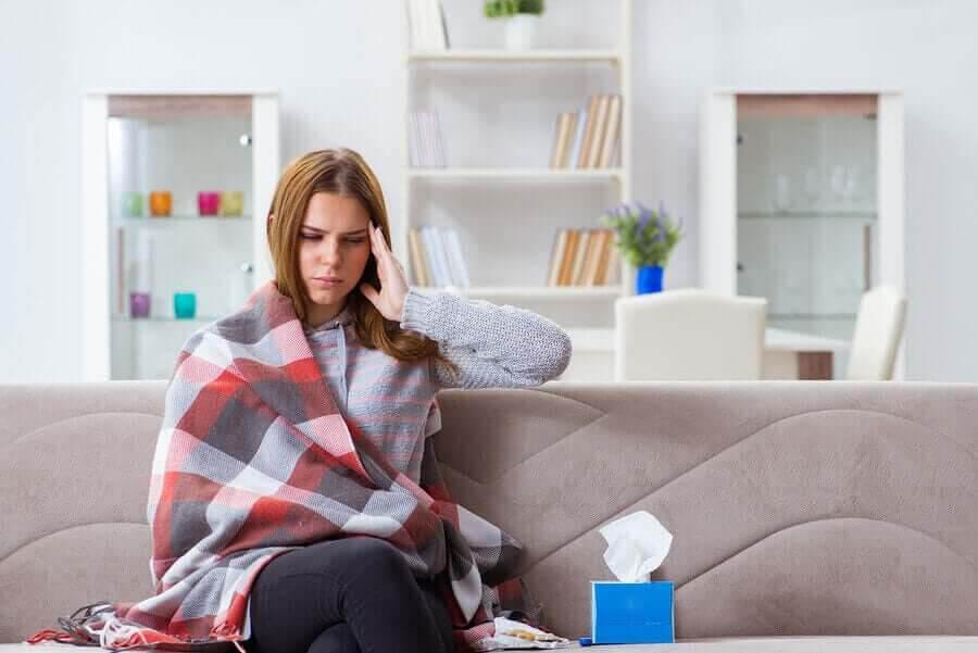 kvinna har symptomen på leptispiros