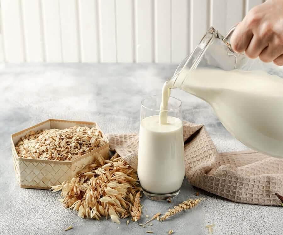vegetabilisk mjölk av havre