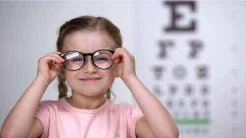 Astigmatism hos barn: hur du upptäcker det