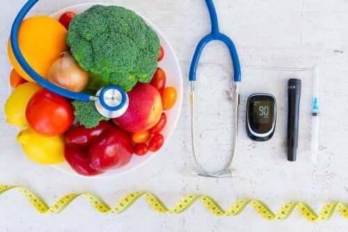 Diabetes och den psykiska hälsan: grönsaker, blodsockermätare och insulinspruta.