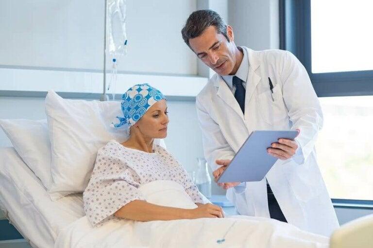 Vad finns det för biverkningar av cancerbehandlingar?