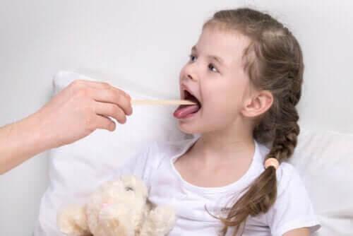 Orsakerna och symptomen vid laryngit