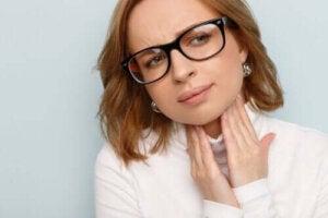 Svullna stämband: Orsaker, symptom och behandlingar