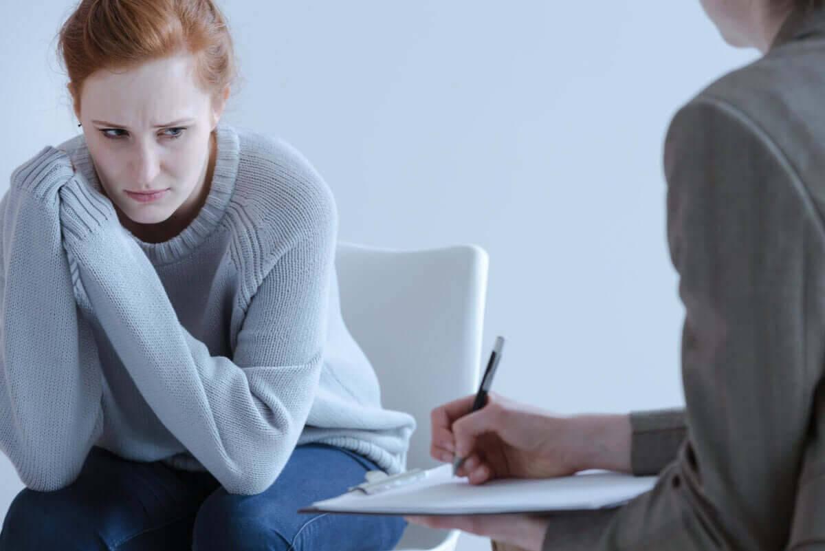 ätstörningen sadorexi: kvinna i terapi