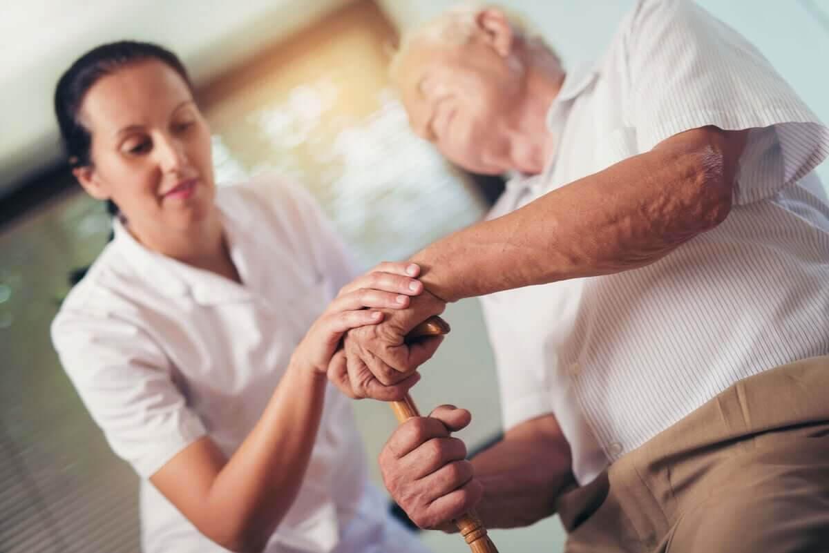 behandling av sialorré: äldre man undersöks
