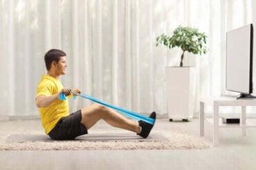 Övningar med träningsband som stärker ryggen