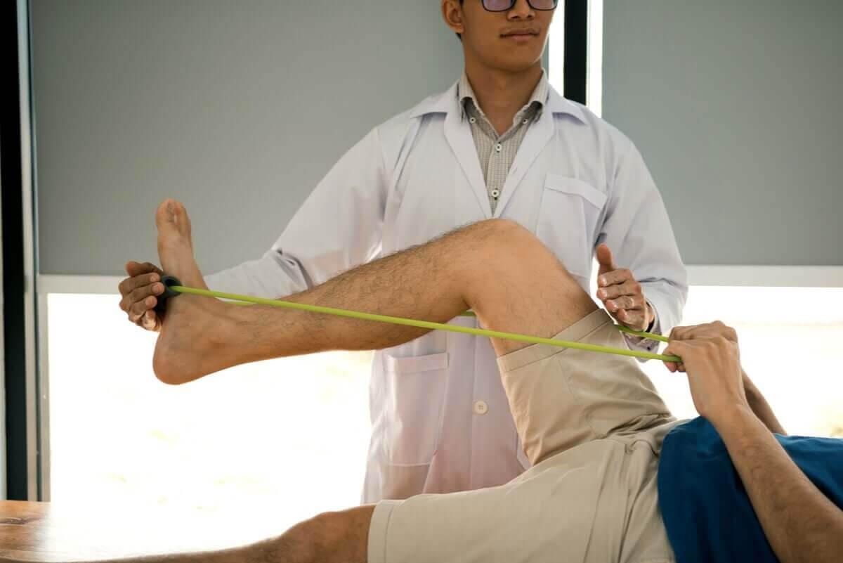 fysioterapi med övningar med träningsband
