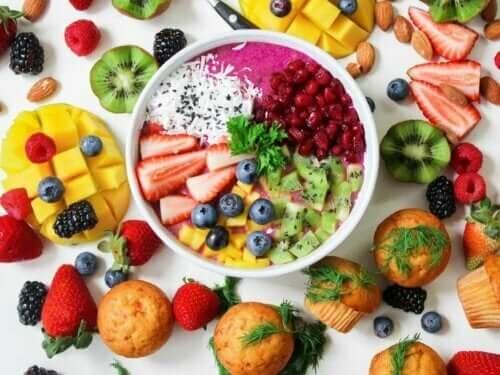 Acai och annan frukt är bra näring för din bebis under sommaren.