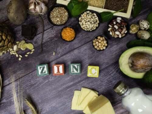 Olika livsmedel med zink som stärker immunförsvaret.