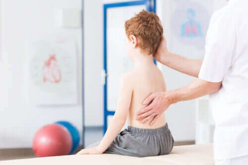 Allt du behöver veta om skolios hos barn