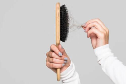 Tips om hur du rengör din hårborste