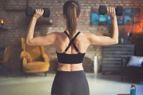 Fem effektiva ryggövningar med hantlar