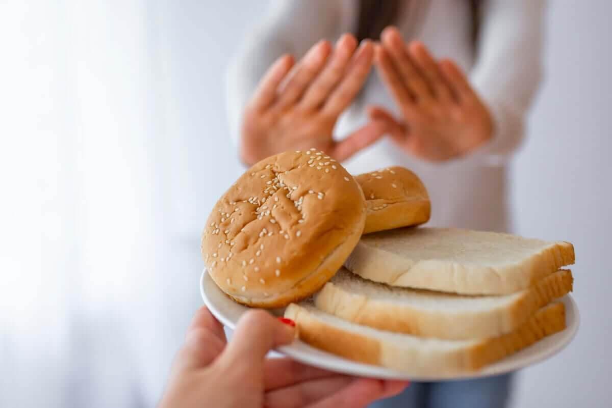 olika typer av celiaki: kvinna säger nej till bröd