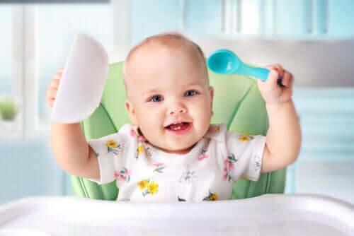 Allt om att introducera fast föda till din bebis
