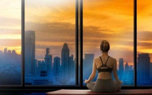 SAVERS-metoden: kvinna mediterar