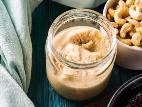 Så gör du hemlagat cashewnötssmör: nyttigt och gott