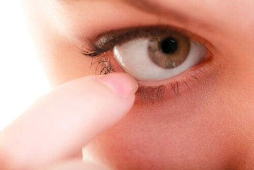 ögat rengör sig själv