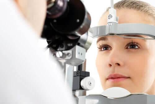 okulära nevi: ögonundersökning